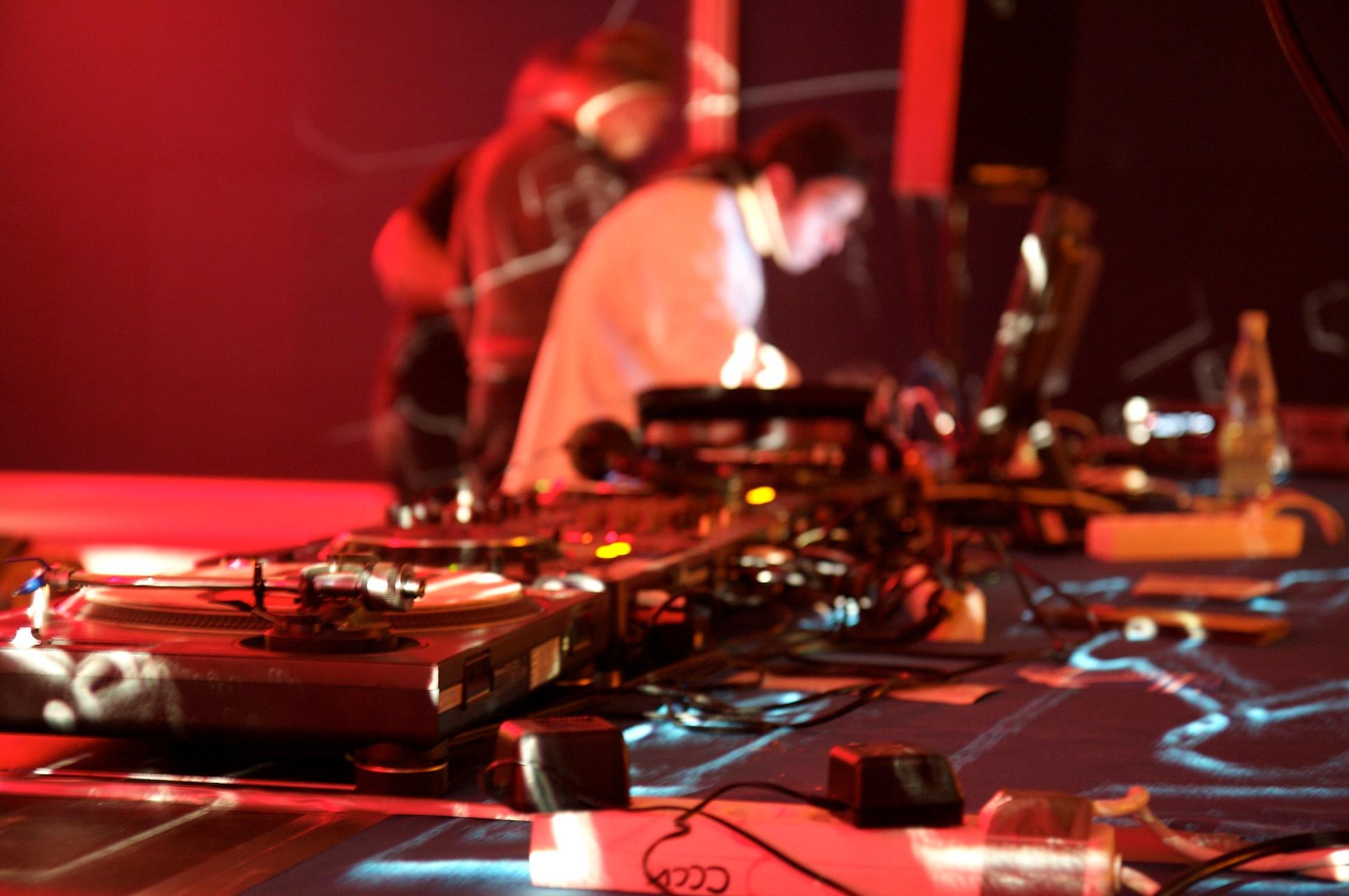Όχι, δεν είσαι DJ